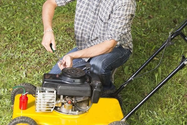 Late winter lawn care for a lush green lawns. Easy and simple tips along the way